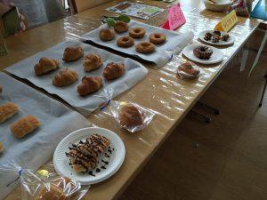 食品販売には、デニーズやヒロセ洋菓子店の協力がありました。